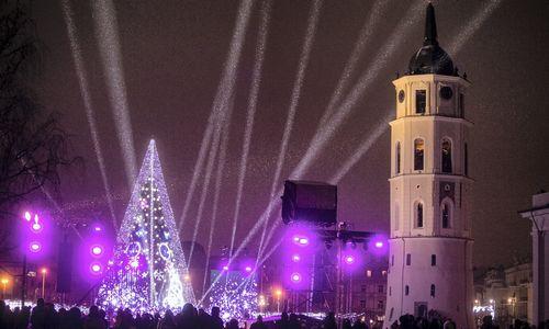 Didžiuosiuose šalies miestuose įžiebtos Kalėdų eglės