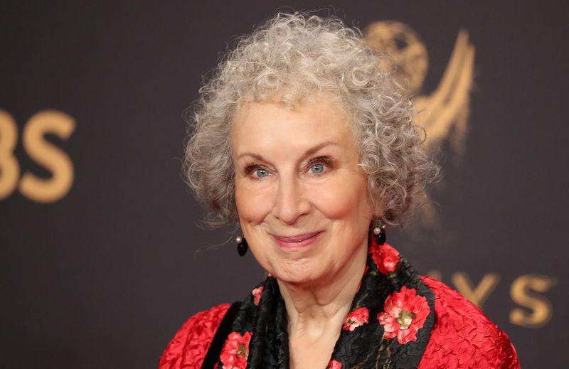 """Kanadiečių rašytoja Margaret Atwood bestselerio """"Tarnaitės pasakojimas"""" tęsinį skaitytojams žada pristatyti kitų metų rugsėjį. Lucy Nicholson (""""Reuters"""" / """"Scanpix"""") nuotr."""