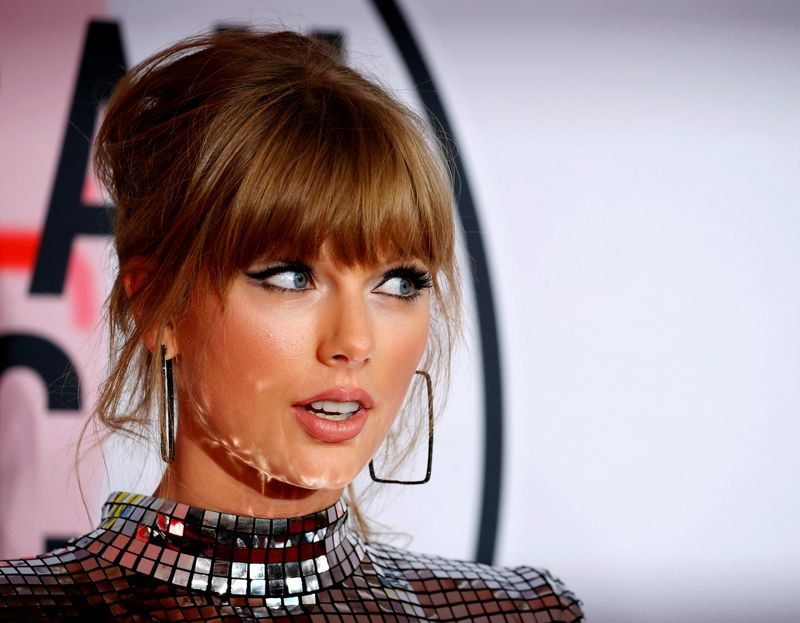 """Vertinant įtakingiausius """"Twitter"""" naudotojus, daugiausi balų surinko JAV atlikėja Taylor Swift. Mike'o Blake'o (""""Reuters"""" / """"Scanpix"""") nuotr."""