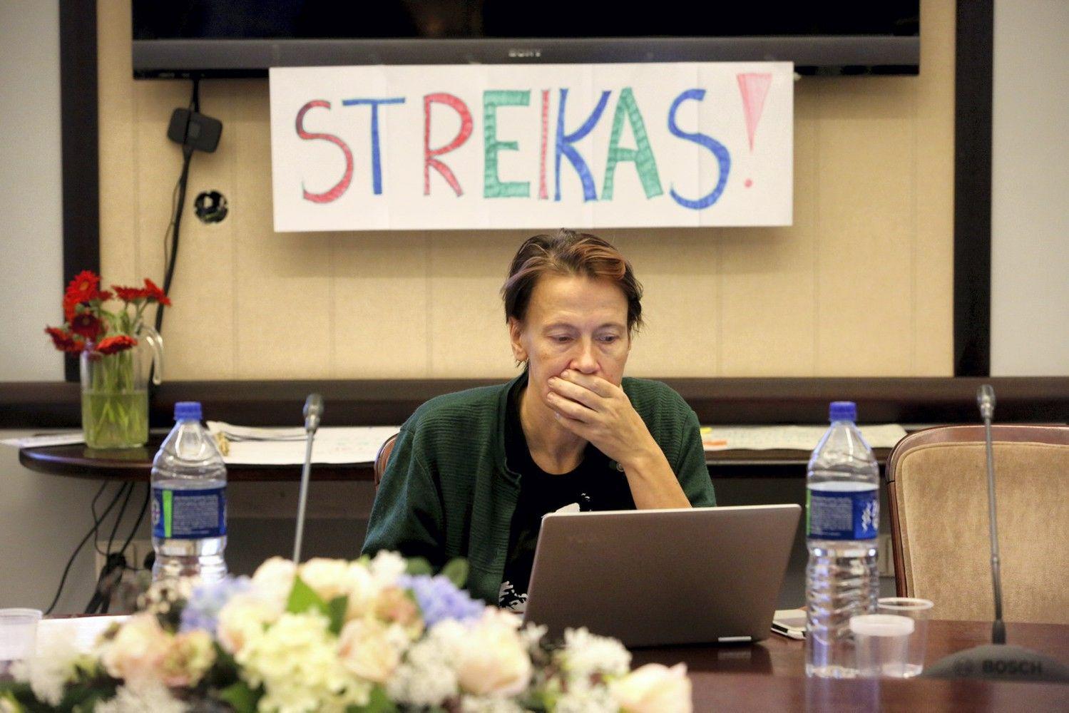 Kol mokytojai streikuoja, premjeras siūlo apjungti mokyklas