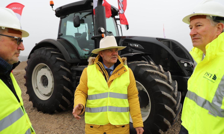 Traktorių pardavėjai plečia serviso centrą prie Kauno