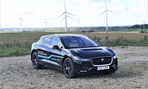 Vyriausybė: po 4 metų keliuose važinės penkiskart daugiau elektromobilių