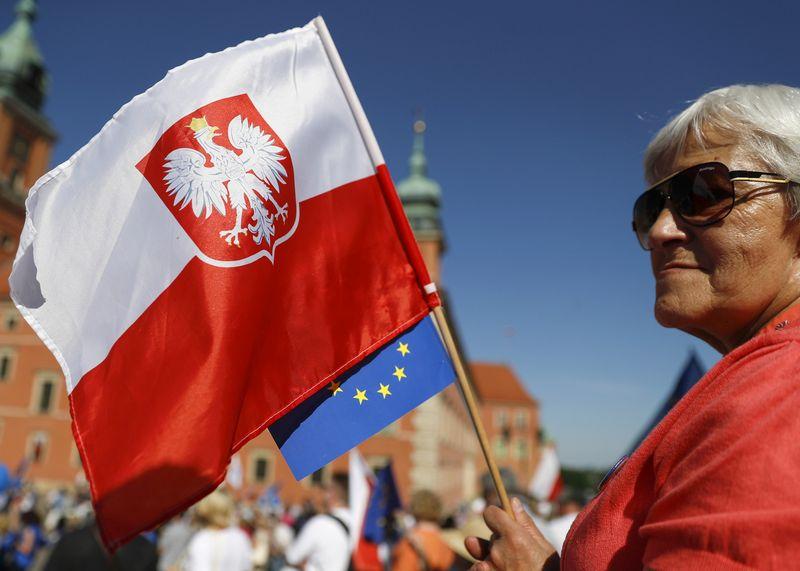 """Bent jau trumpuoju laikotarpiu Lenkija kovoje su Briuseliu pasidavė. Kacpero Pempelo (""""Reuters"""" / """"Scanpix"""") nuotr."""