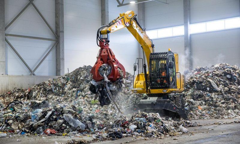 Beveik pusė buityje susidarančių pavojingųjų atiekų yra nesurenkamos, todėl patenka į bendrą komunalinių atliekų srautą. Juditos Grigelytės (VŽ) nuotr.