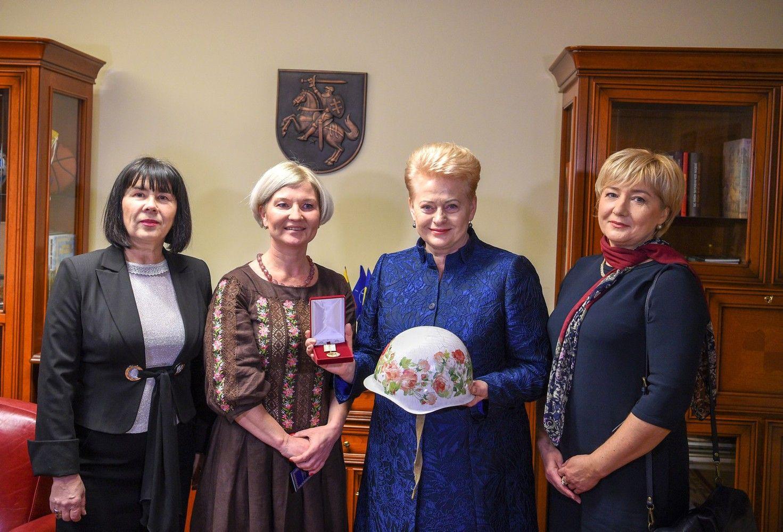 D. Grybauskaitė apdovanota už paramą Ukrainos žmonėms