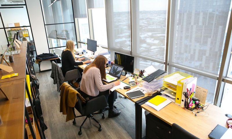 Lietuvoje nuolat trūksta aukštos kvalifikacijos darbuotojų, bet iš užsienio jų įsivežama vangiai, nes, pasak verslo, leidimų dirbti išdavimo sistema nėra lanksti. Vladimiro Ivanovo (VŽ) nuotr.