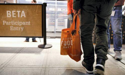 """""""Amazon"""" dairosi vietos fizinei parduotuvei Londone"""