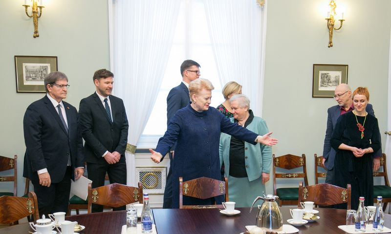 Prezidentės susitikimas su švietimo profesinių sąjungų atstovais, Seimo švietimo ir mokslo komiteto pirmininku bei švietimo srities ekspertais. 2018 m. Gruodžio 06 d. Juliaus Kalinsko (15min.lt) nuotr.
