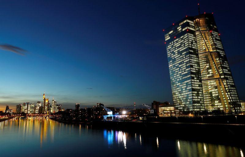 "ECB namai Frankfurte. Kai Pfaffenbach (""Reuters"" / ""Scanpix"") nuotr."