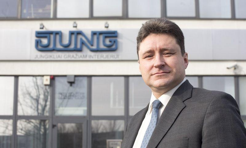 """Jungiklių ir protingų namų sistemų centro """"JUNG Vilnius"""" vadovas Raimundas Skurdenis"""