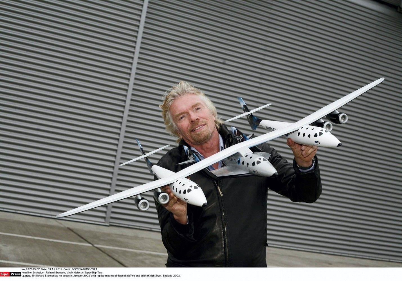 """""""Virgin Galactic"""" dar žingsniu priartėjo prie kosminio turizmo"""