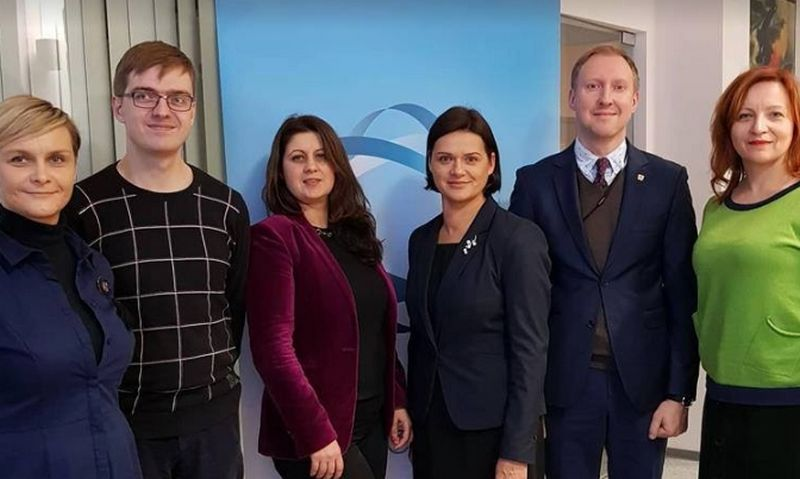 Naujieji Tarybos nariai ir Elena Martinonienė (trečia iš dešinės), Generalinės prokuratūros Komunikacijos skyriaus vedėja, nuo 2019 m. eisianti Tarybos pirmininkės pareigas.