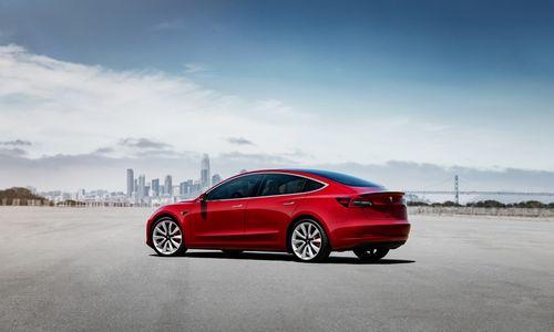 """""""Tesla Model 3"""" ateina į Europos rinką"""