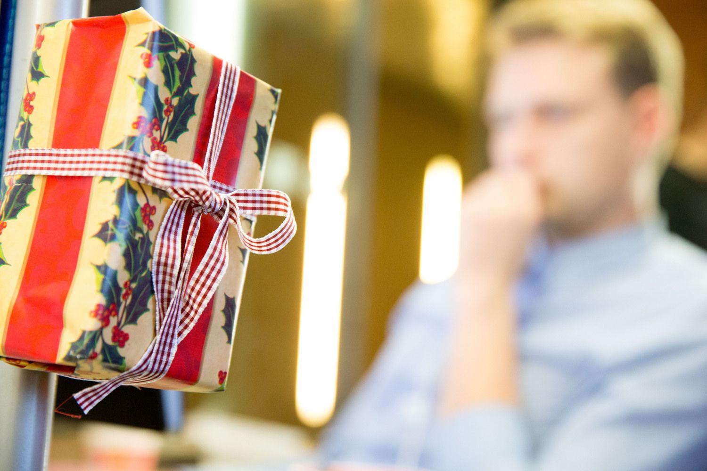 Kokių dovanų kolegos norėtų, bet jų dovanoti nepatariama