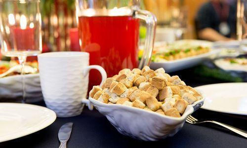 Kalėdoms: eglutės skonio traškučiai, džinas su kalakutiena ir Briuselio kopūstų arbata