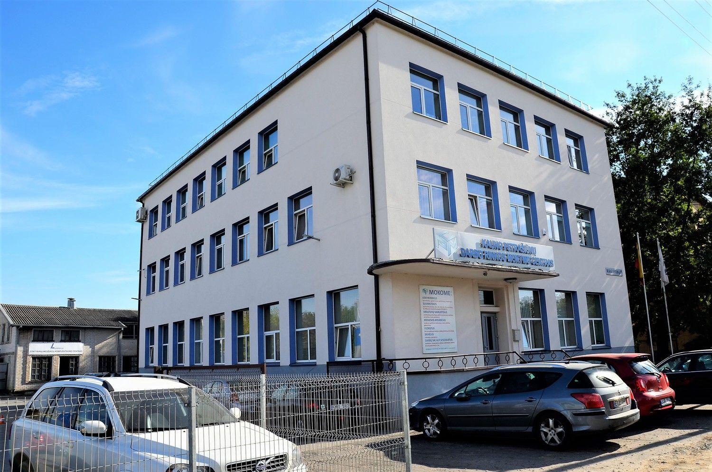 Turto bankas pardavė tris veikiančias įmones, dvi iš jų su pastatais ir sklypais