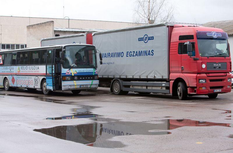 Įvairios vairavimo mokyklos pripažintos dalyvavusios karteliniame susitarime. Juditos Grigelytės (VŽ) nuotr.