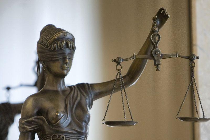 2009 060 8. Teisingumo ir tvarkos deivės Temidės skulptūrėlė. Vladimiro Ivanovo nuotr.