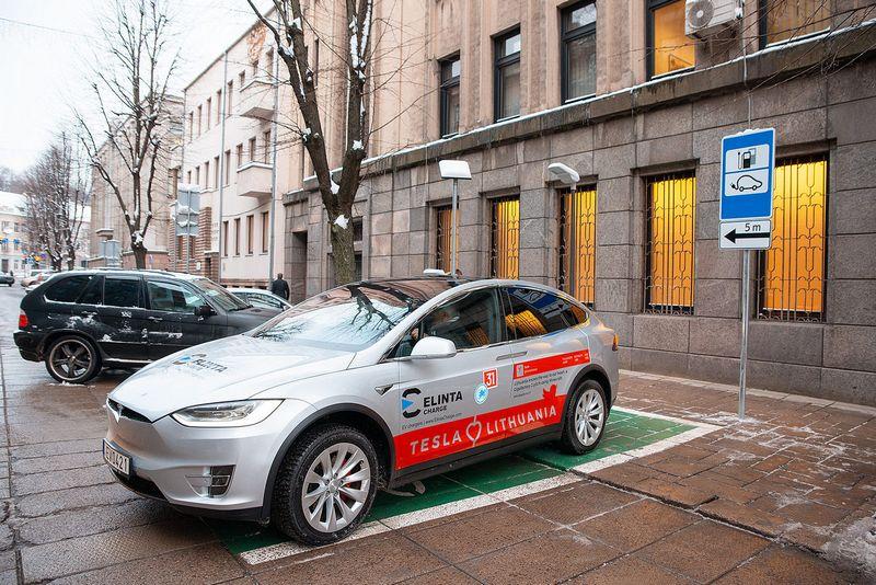 Kauno m. savivaldybė planuoja įrengti mieste 11 elektromobilių krovimo stotelių. Kauno m. savivaldybės nuotr.