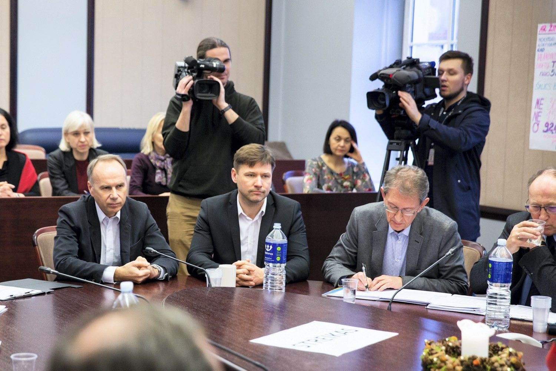 A. Navicko vadovaujama profsąjunga sustabdo streiką