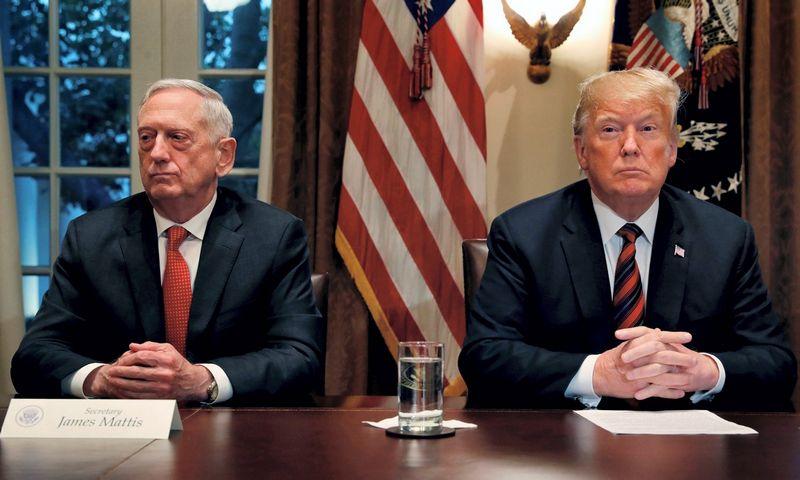Jamesas Mattisas ir Donaldas Trumpas. Leah Millis (Reuters / Scanpix) nuotr.