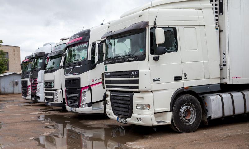 Daugiausiai krovinių vėl vežta sunkvežimiais. Juditos Grigelytės (VŽ) nuotr.