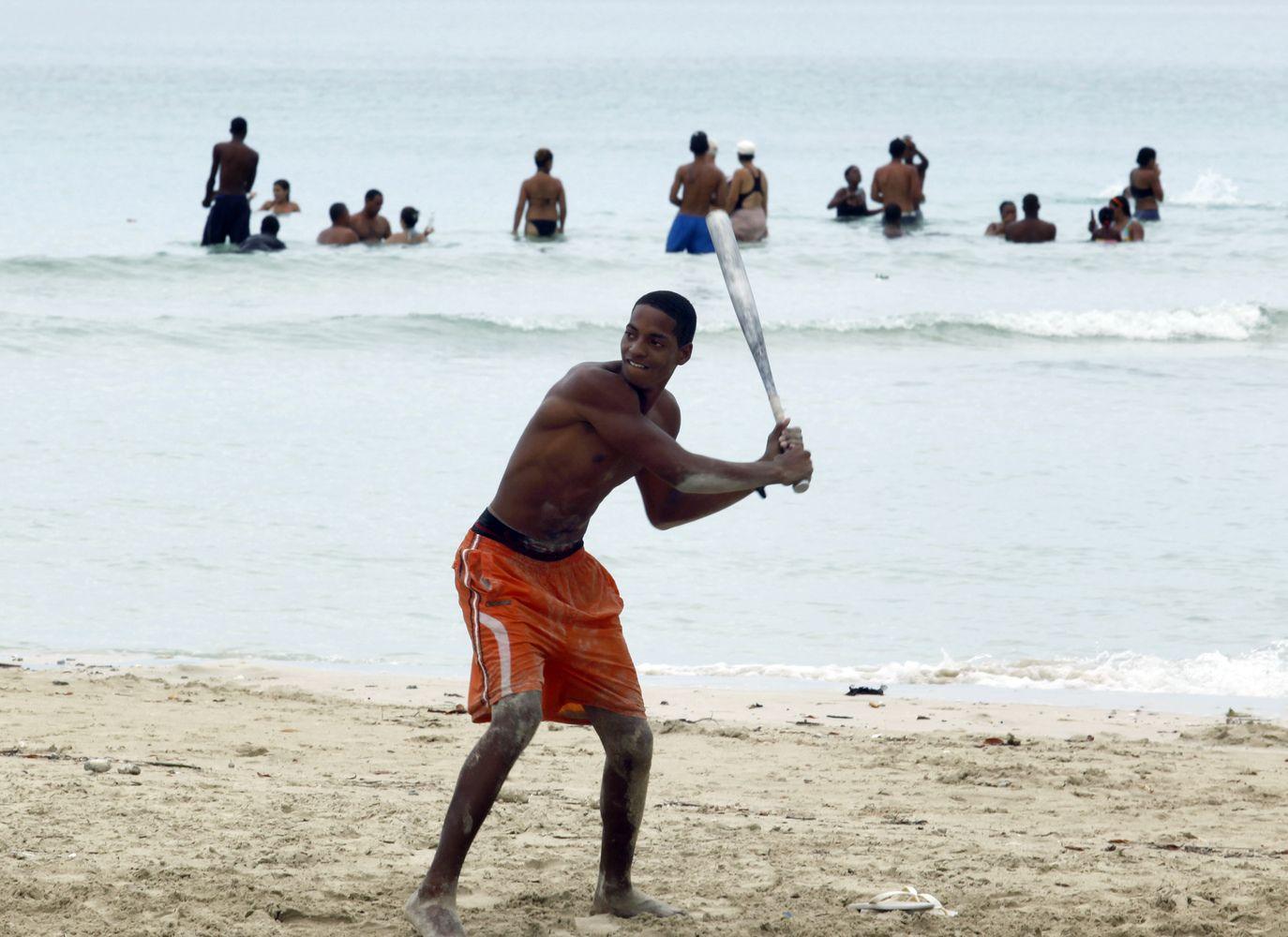 JAV žaisti norintiems Kubos beisbolininkams nebereikės dezertyruoti