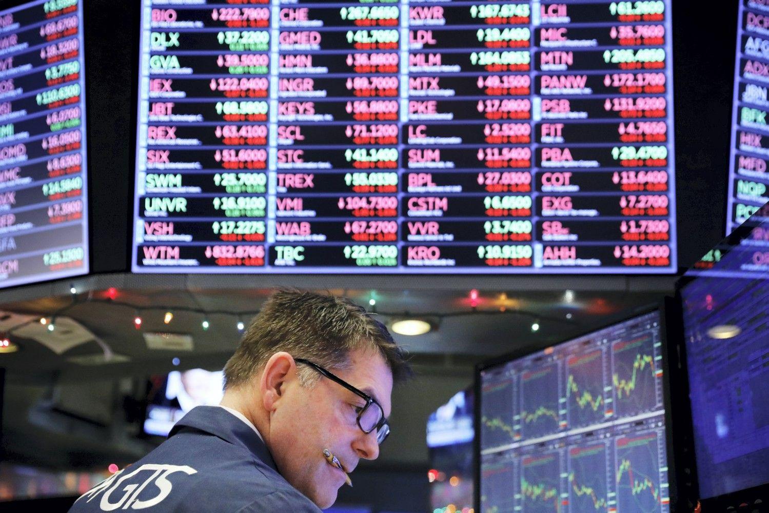 JAV akcijų indeksai toliau čiuožia žemyn