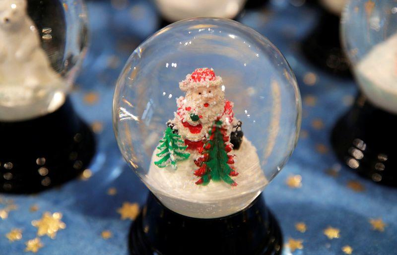 """Fabrike, kuriame nuo 1905 m. Perzy šeima gamina sniego burbulus, veikia ir muziejus. Heinz-Peter Bader (""""Reuters"""" / """"Scanpix"""") nuotr."""