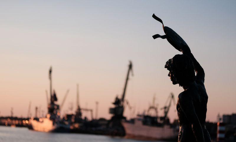 Beveik 40% viso Klaipėdos BVP sukuria uostas arba su juo tiesiogiai susijusios įmonės. Vladimiro Ivanovo (VŽ) nuotr.