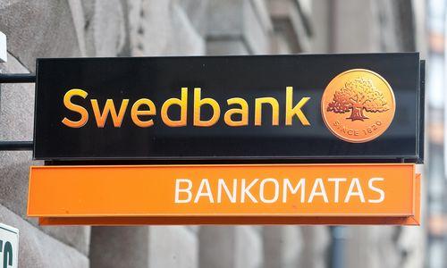 """""""Swedbank"""" parduoda 13 pastatų"""