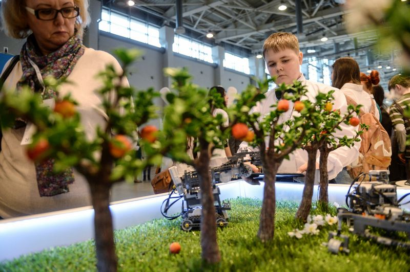 2823920 04/13/2016 Visitors at the Moscow International Education Fair. Grigoriy Sisoev/Sputnik