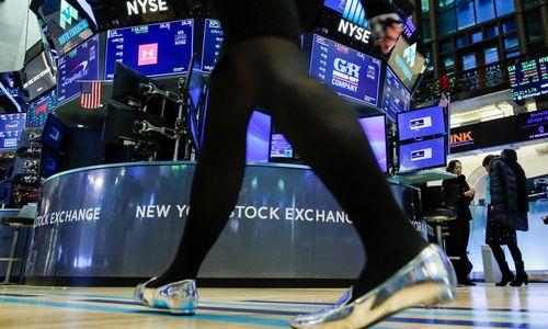 JAV biržos nusiteikusios tęsti korekciją