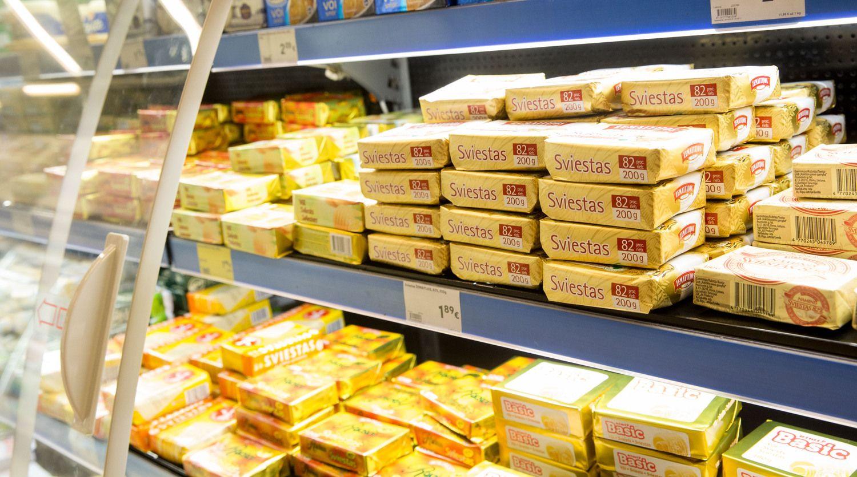 Prekybos centruose labiausiai skiriasi sūrio, grietinės ir sviesto kainos