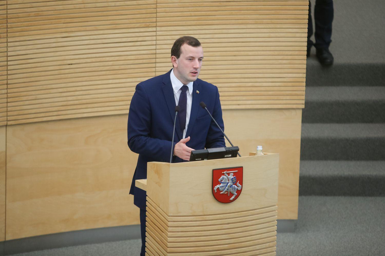 Dekreto dėl V. Sinkevičiaus pareigų pavadinimo pakeitimo nebus