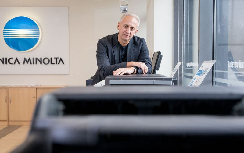 """Voldemaras Dudėnas, UAB """"Konica Minolta Baltia"""" generalinis direktorius, sako, kad naujose patalpose numatytos bent 8 papildomos darbo vietos. Juditos Grigelytės (VŽ) nuotr."""