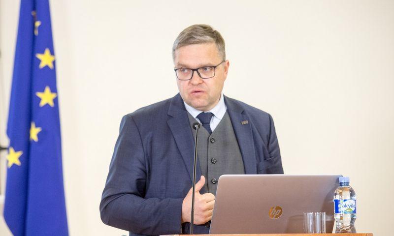 Vitas Vasiliauskas, Lietuvos banko valdybos pirmininkas, teigia, kad palūkanų normos neišvengiamai didės. Juditos Grigelytės (VŽ) nuotr.