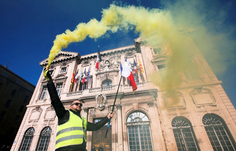 """""""Geltonosios liemenės"""" vėl išėjo į Prancūzijos gatves"""
