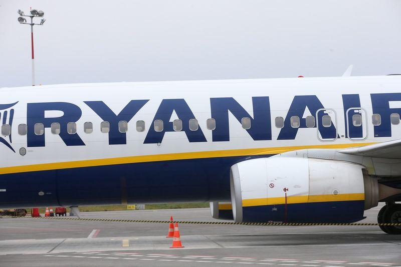 """Kauno oro uostas. Airijos pigių skrydžių oro linijų bendrovės """"Ryanair"""" lėktuvas. Vladimiro Ivanovo (VŽ) nuotr."""