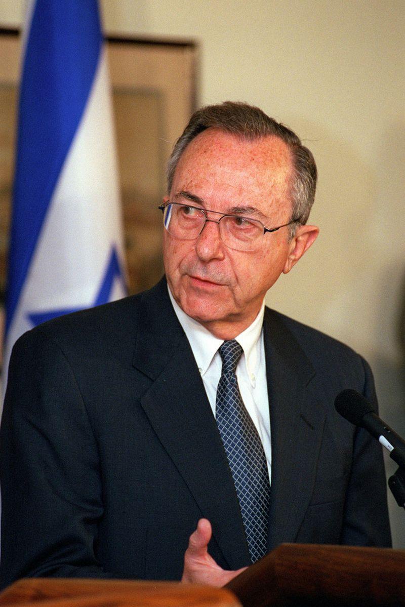 "Moshe Arensas, Izraelio gynybos ministras, 1999 m. Helene C. Stikkel (JAV gynybos departamento / ""Wikipedia"") nuotr."