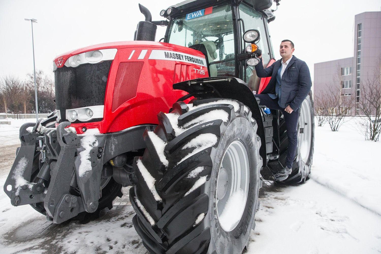 """""""East West Agro"""" pernai pardavė daugiau traktorių"""