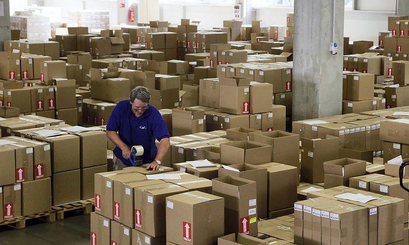 """Dėl darbuotojų trūkumo darbdaviai Vidurio ir Rytų Europoje yra priversti atsisakyti užsakymų. Petro Joseko (""""Reuters"""" / """"Scanpix"""") nuotr."""