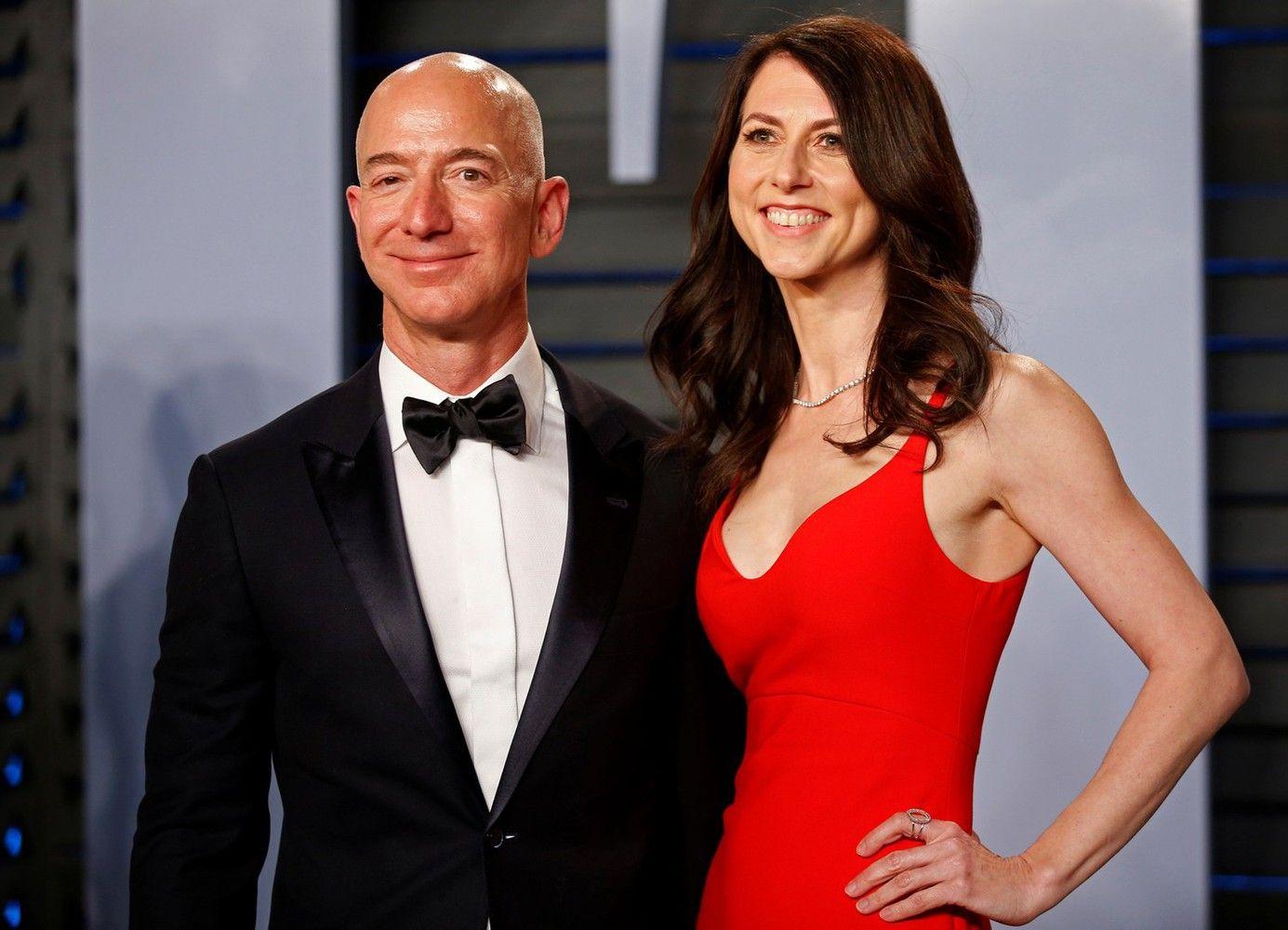 """""""Amazon"""" vadovo skyrybos: investuotojaiklausia, kaip dalys akcijas"""