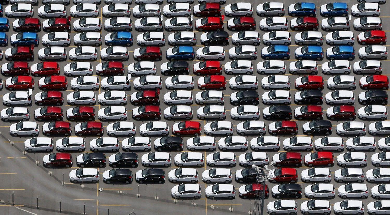 """""""Ford"""" ir """"Jaguar Land Rover"""" atleidžia tūkstančius darbuotojų"""