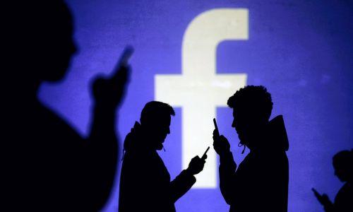 """""""Facebook"""" programėlės iš telefono nebebus galima ištrinti"""