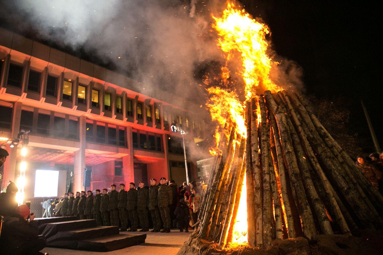 Vilniuje uždegti Sausio 13-osios atminimo laužai