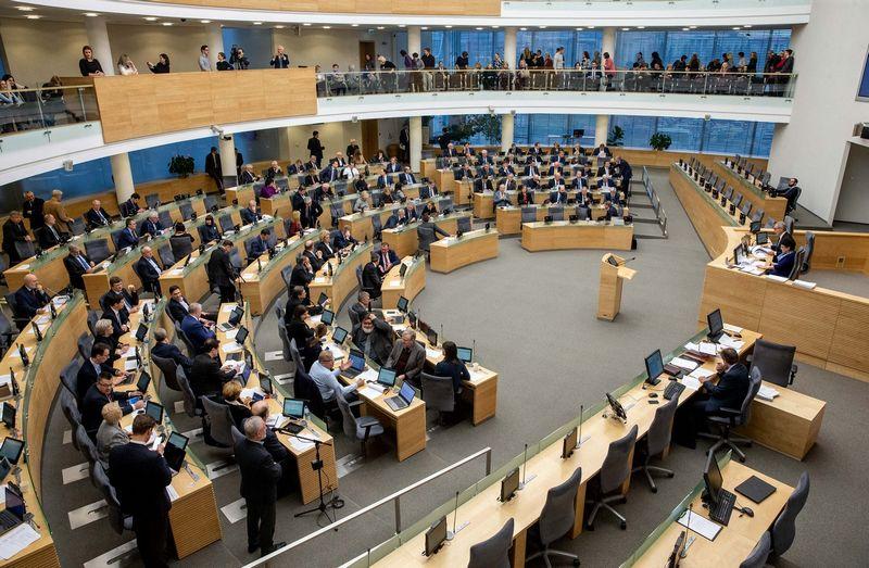 Seimas sutiko svarstyti du Visuomenės informavimo įstatymo to paties straipsnio pataisų variantus. Juditos Grigelytės (VŽ) nuotr.