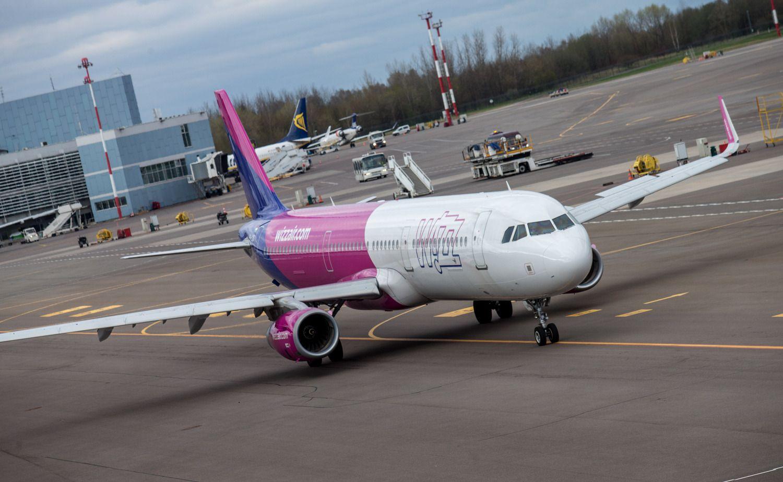 """""""Wizz Air"""" šį vasaros sezoną neskraidins penkiomis kryptimis"""