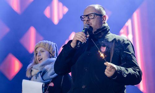 Po pasikėsinimo labdaros renginyje Gdansko miesto meras mirė