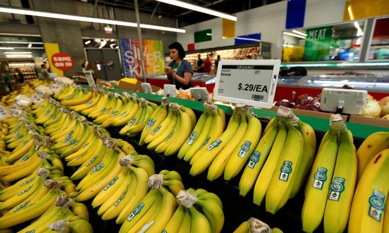 """Elektroninės etiketės """"Whole Foods Market"""" parduotuvėje Los Andžele, JAV. Mario Anzuoni (""""Reuters"""" / """"Scanpix"""") nuotr."""